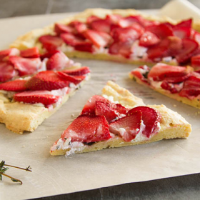 Thumbnail image for Savory Strawberry Chèvre Flatbread Pizza Pi(e)