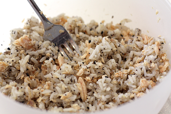 Mix the fish into the rice