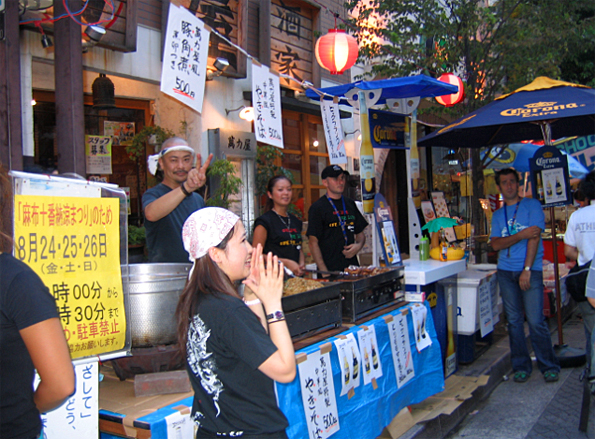Getting Yakisoba at the Azabu Juban Matsuri