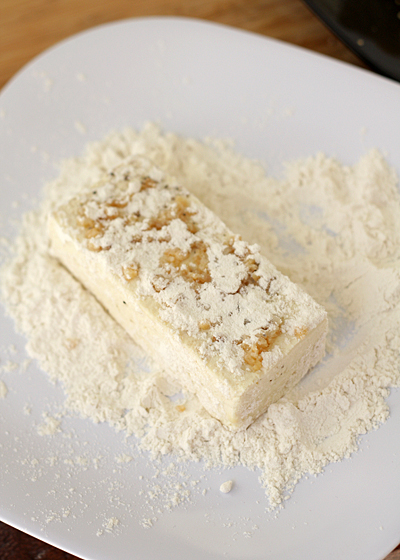 Sprinkle the tofu slices with flour