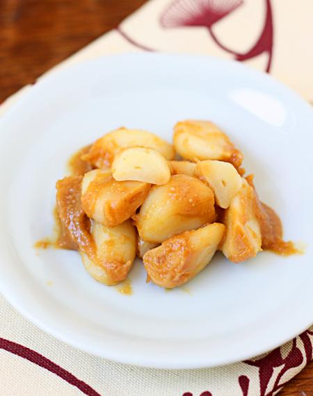 Garlic pickled in miso