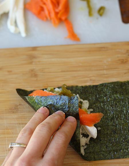 Rolling temaki sushi