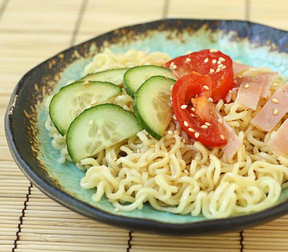 Hiyashi Somen (Japanese Chilled Somen Noodles With Dipping Sauce ...