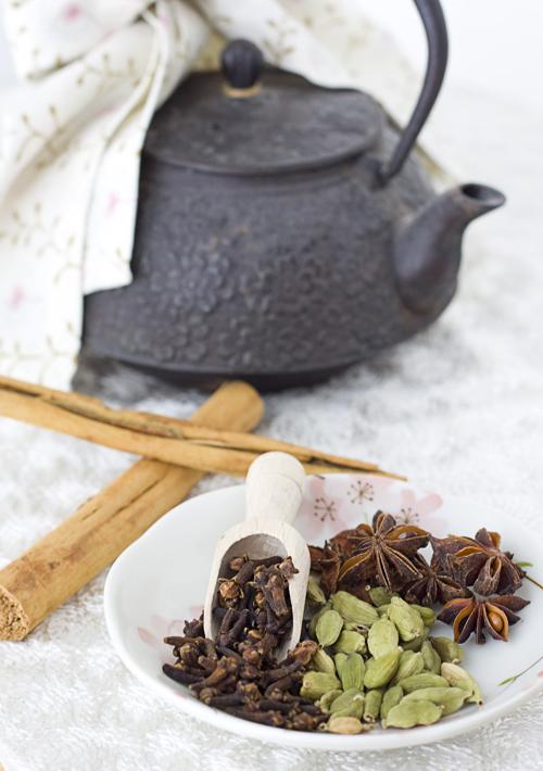 Cinnamon, cloves, green cardamom pods, & star anise