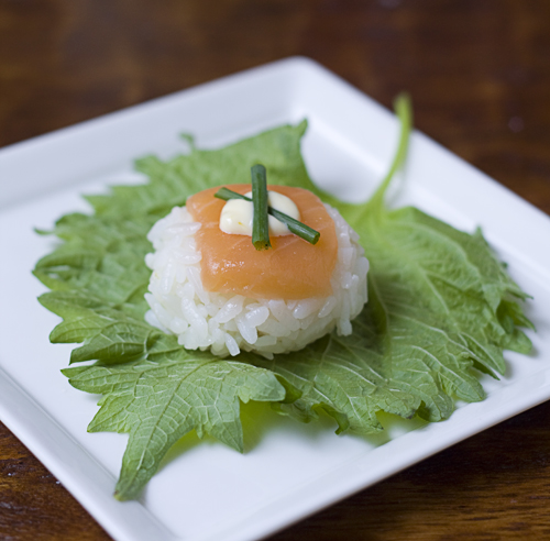 Salmon Temarizushi with mayonnaise and chives