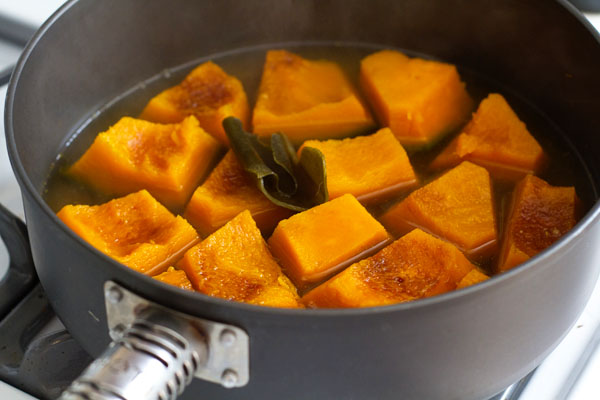 Kabocha steeping in cooking liquid