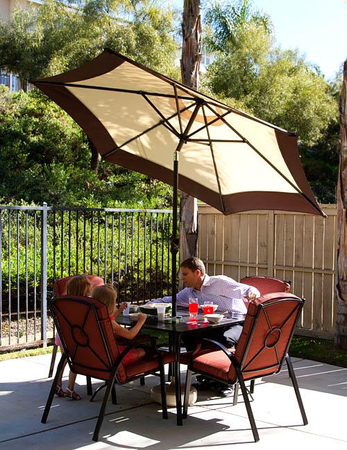Fuji family eating gratin outside