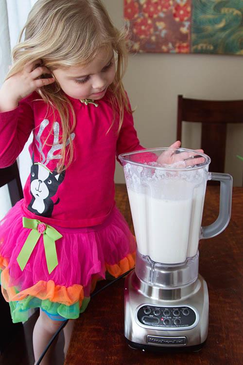 Making banana milkshakes in the blender