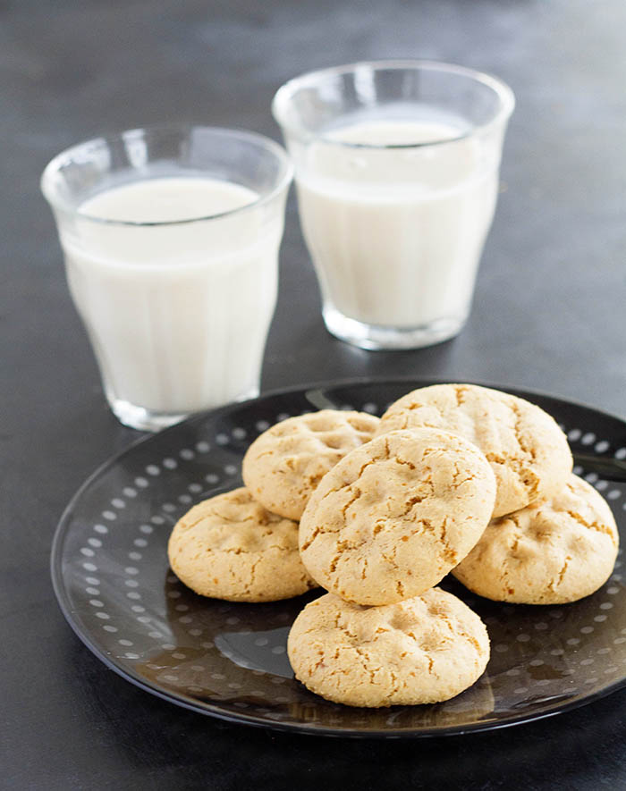 Almond Cookie Bites