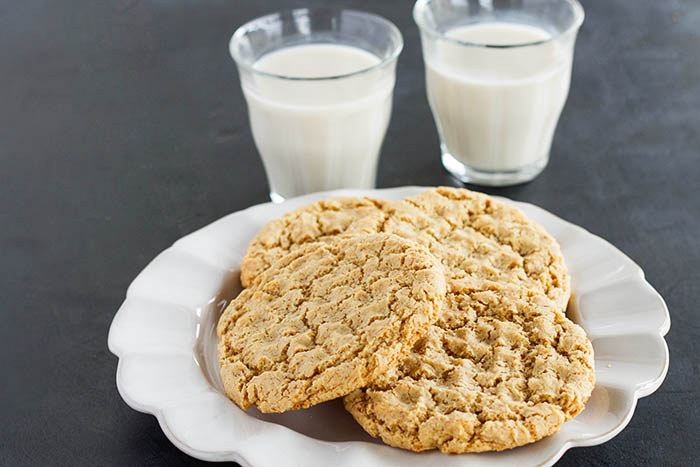 Gluten-free Paleo Chewy Almond Cookies
