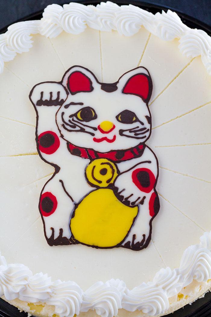 Maneki-neko cheesecake topper